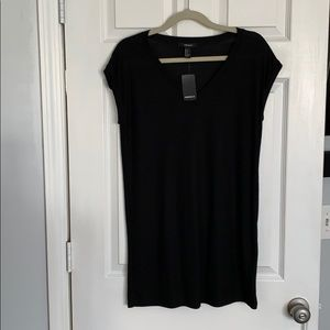 NWT Black v-neck t-shirt dress small. 💃🏼